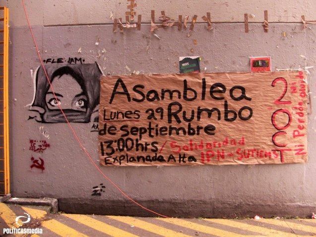 Cartel de la Asamblea en le FCPyS rumbo al 2 de octubre y en solidaridad con el IPN. Fotografía: Paty Olivares.