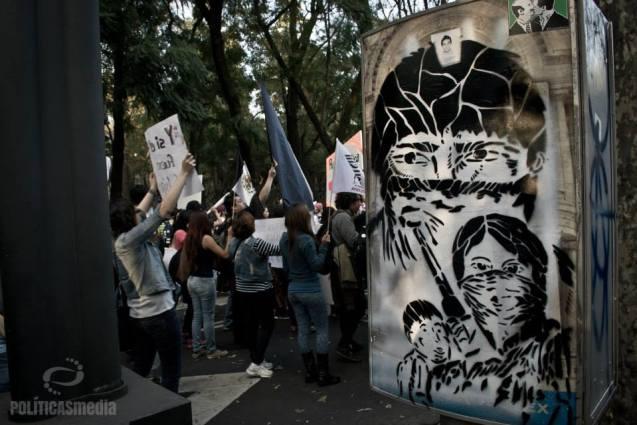 Marcha en la Ciudad de México en apoyo a la 3ra Jornada de #AcciónGlobalporAyotzinapa. Fotografía: Nedelia Moguel.
