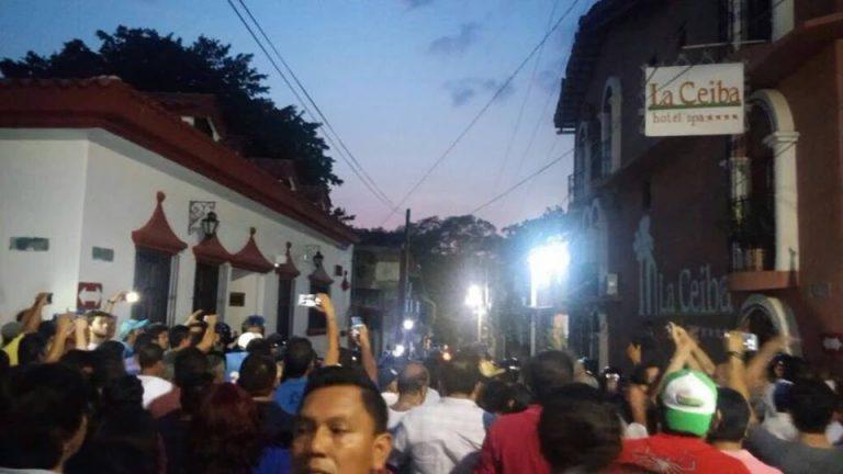 Manifestantes exigen la salida de la Polícia Federal en Chiapa de Corzo   Fotografía: Redes sociales