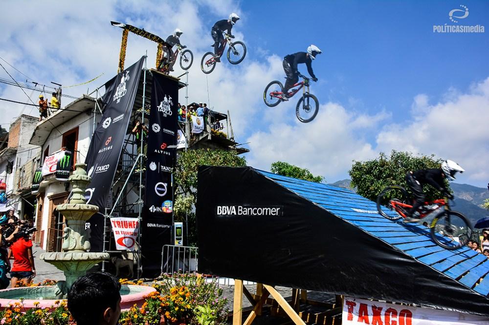 Ciclista iniciando recorrido durante la sexta edición de Down Hill Taxco, Guerrero. Fotografía: Alan Bazán | Políticas Media