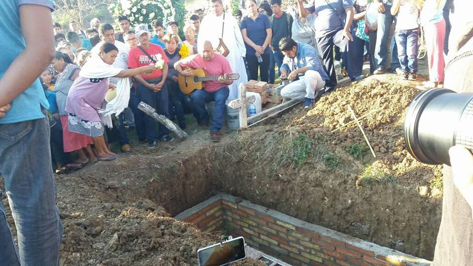 Entierro de Minerva Bello Guerrero, en el panteón de San Juan Omeapa. 5 de febrero de 2018.