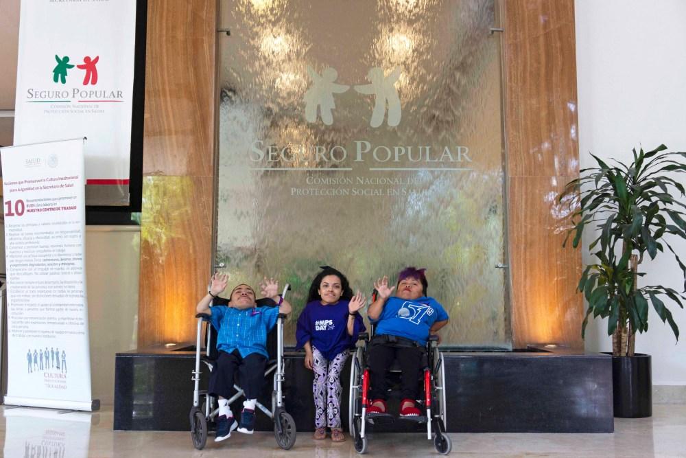Fernando Fajardo, Cinthya Ramiro y Catalina Gaspar en las oficinas de la Comisión Nacional de Protección Social en Salud – Seguro Popular. Foto: Paty Olivares.