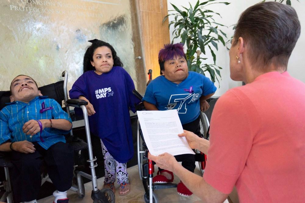 ernando Fajardo, Cinthya Ramiro y Catalina Gaspar en las oficinas de la Comisión Nacional de Protección Social en Salud – Seguro Popular. Foto: Paty Olivares.