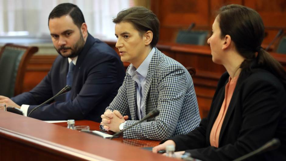 Brnabić: Vlada Srbije povlači odluku o informisanju na molbu predsednika