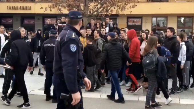Ministarstvo prosvete ispituje učešće srednjoškolaca na protestu u Leskovcu