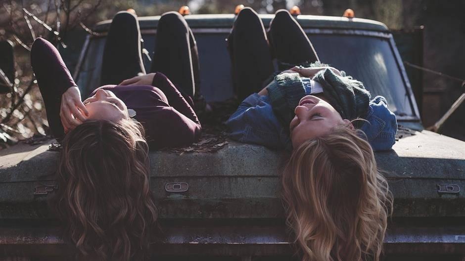 Najbolje prijateljice nakon 17 godina otkrile da su sestre
