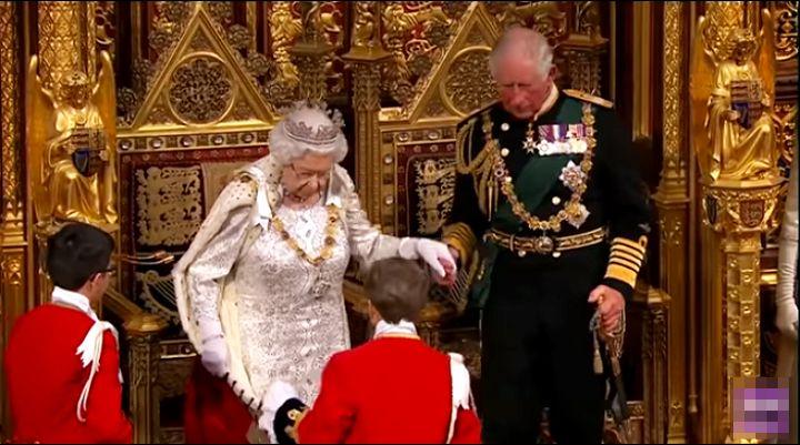 Kraljica Elizabeta napunila 94: Od ratne princeze do simbola stabilnosti