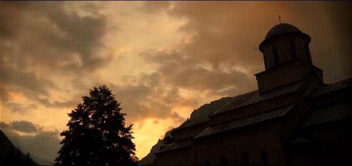 Američki glumac napisao pesmu i snimio spot o manastirima na Kosovu