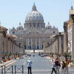 Papa Franja vakcinisan u Vatikanu