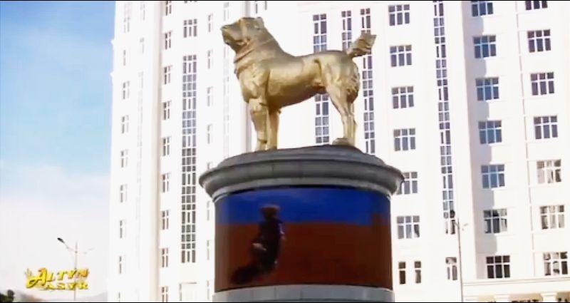 Predsednik Turkmenistana otkrio spomenik omiljenom psu (VIDEO)