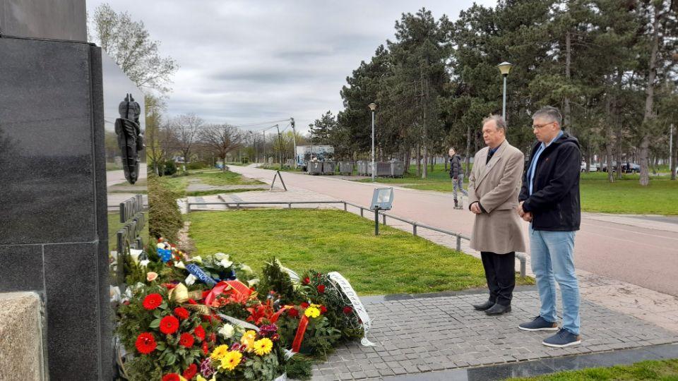 Osnivači pokreta Oslobođenje položili vence pilotima braniocima Beograda