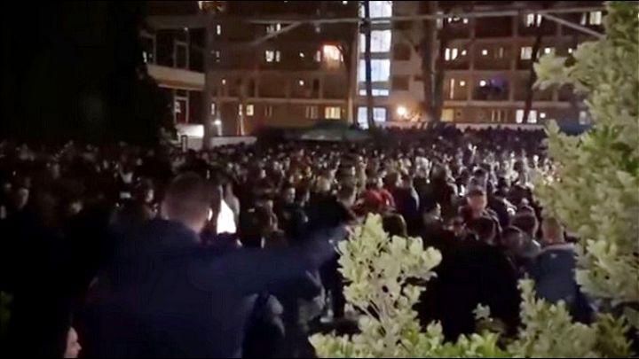 """Više hiljada studenata slavi ispred """"Studenjaka"""""""