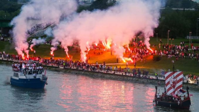 Fudbaleri Zvezde proslavili titulu, tuča navijača u Beton hali (FOTO)