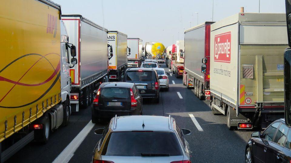 Zadržavanja za kamione na prelazima sa Hrvatskom do tri sata