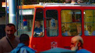 Uhapšten zbog polnog uznemiravanja žene i devojčice u tramvaju