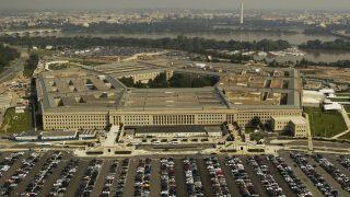 Pucnjava ispred Pentagona, ubijeni policajac i napadač