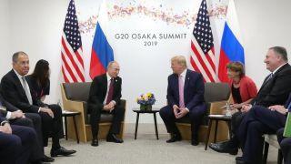 PIKANTERIJE SLUŽBENICE STEFANI: Putin je znao da se Tramp plaši mikroba, pa je na sastanku kašljao! I to nekoliko puta NAMERNO!