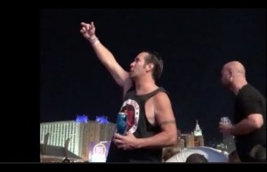 Las Vegas Man Chugs Beer And Flips His Middle Finger At Shooter #DNN One man took some time to crush a beer and flip the bird to the Las Vegas shooter as bullets rained down near him.