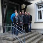 """Stiftungsvorstand vor dem """"Alten Forsthaus"""""""