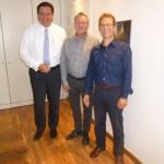v.l.n.r. Notar Dr. Sebastian Kremer, Thomas Kerstjens vom BLB NRW, Diethelm Salomon, Vorsitzender der Polizeistiftung NRW hinter der Kamera Kay Wegermann