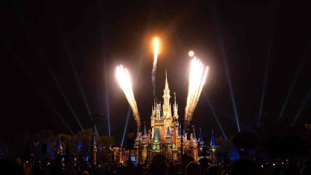 polkadotsandpixiedust.com fireworks at magic kingdom