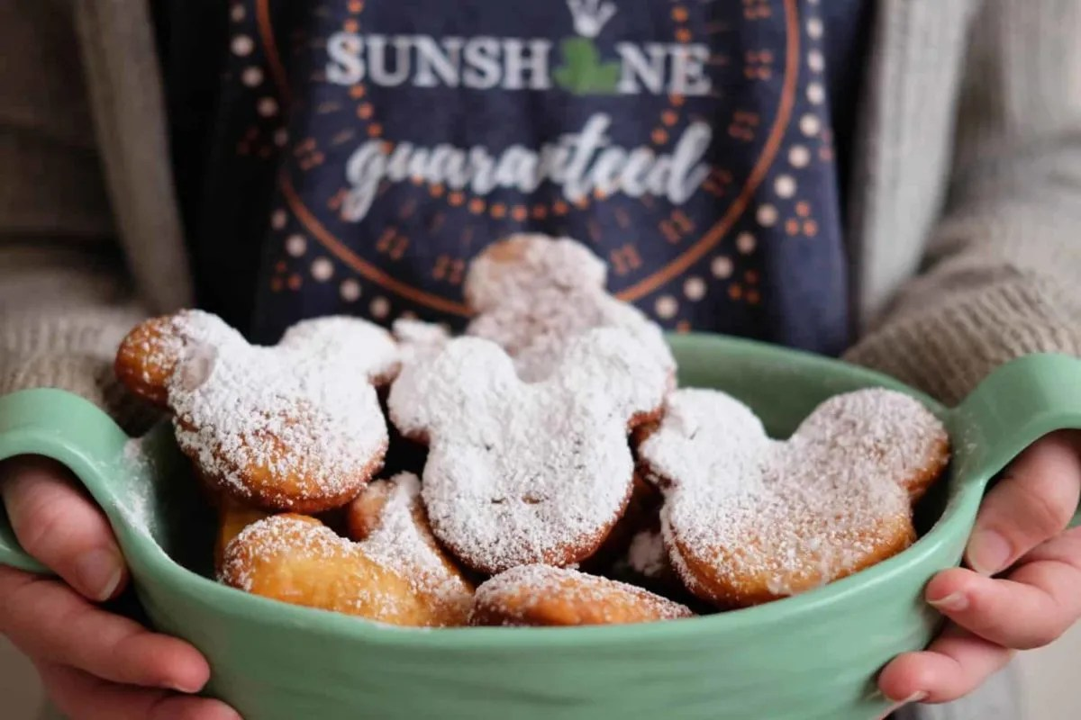 Mardi Gras Princess and the Frog Style with Tiana's man catchin' beignets