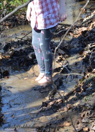 toes-in-mud