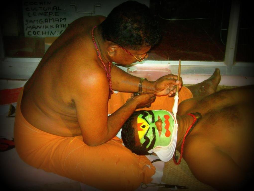 kathakali make-up Source - polkajunction travel blog
