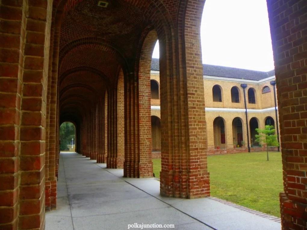 Forest Research Institute's Architecture : Corridors