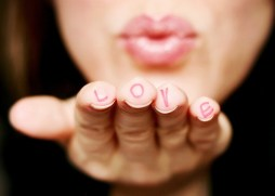 creative-cute-fingers-hand-heart-Favim.com-225847
