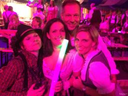 group picture @pink Wiesn