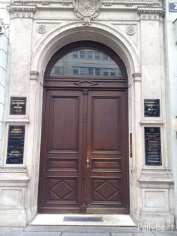 door 1. district