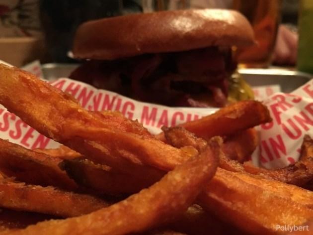 burger with sweet potato fries @Rinderwahn