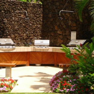 Polo Beach Maui #408 View of the BBQ's