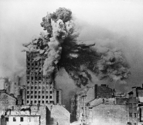 POWSTANIE WARSZAWSKIE 1944 - Wystawa i prezentacja