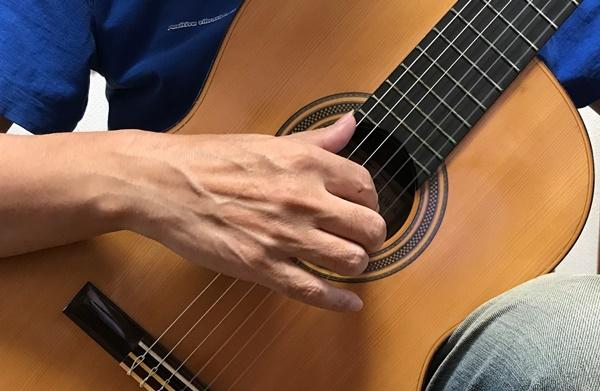 クラシックギターの音が小さいのを改善するフォーム