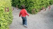 道の選択に迷う子供