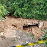 Polres Simalungun Bersama Jajarannya Melakukan Pengamanan Bencana Longsor Susulan Jalan Lintas Parapat