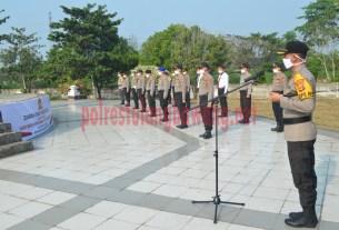 Kapolres Tulang Bawang memimpin upacara ziarah dan tabur bunga di TMP Tulang Bawang peringati Hari Bhayangkara Ke-74