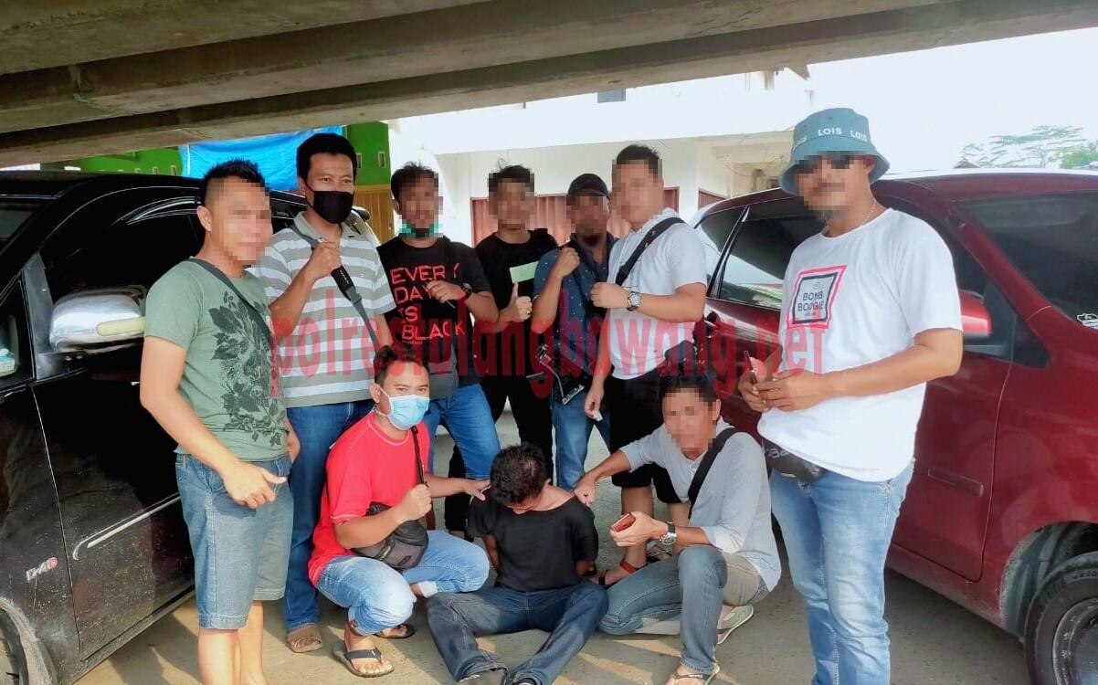 Warga Kelurahan Ujung Gunung berinisial YA als TI (27), yang menjadi buronan pelaku curanmor karena beraksi di parkiran Rumah Sakit Mutiara Bunda, Unit 2, akhirnya ditangkap Polisi saat sedang berada di Jalan Soekarno-Hatta Baypass, Bandar Lampung