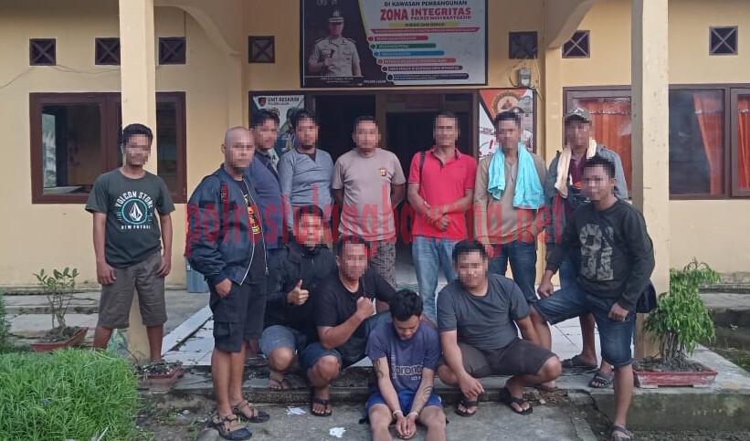Pelaku pembunuhan di Kampung Bumi Dipasena Makmur berinisial IT als PA (30), saat ditangkap Polsek Rawa Jitu Selatan dan Tekab 308 Polres Tulang Bawang di daerah Musi Banyuasin