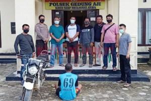 Seorang pemuda berinisial DS (18), warga Kampung Kecubung Raya yang ditangkap Polsek Gedung Aji karena menyetubuhi paksa perempuan 12 tahun di areal perkebunan sawit