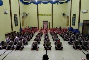 100 personel Polres Tulang Bawang mengikuti apel serpas di GSG Wira Satya sebelum berangkat BKO ke Polres Lampung Tengah untuk Pam Pilkada