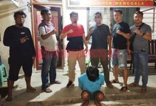 Seorang pemuda berinisial EM (22), warga Kelurahan Menggala Tengah yang ditangkap Polsek Menggala bersama Tekab 308 Polres Tulang Bawang karena melakukan curat HP