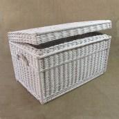Biały kufer