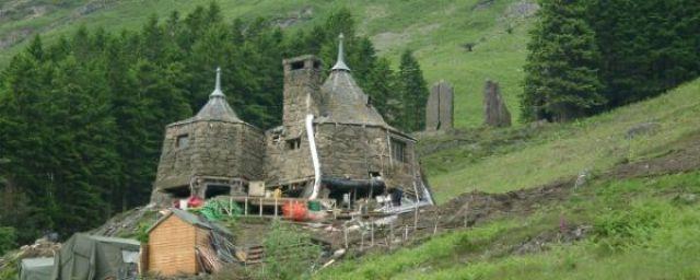 Autora de Harry Potter vai construir cabana como a do personagem Hagrid em sua propriedade