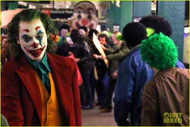 joaquin-phoenix-transforms-into-the-joker-filming-riot-scene-29