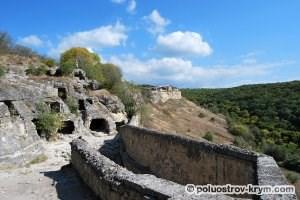 Один из пещерных комплексов Чуфут-Кале. Автор фото Ольга Иутина