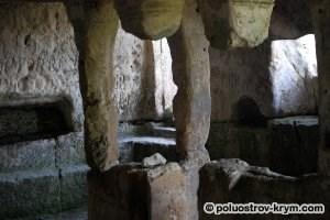 Главный пещерный храм Тепе-Кермена. Автор фото Ольга Иутина