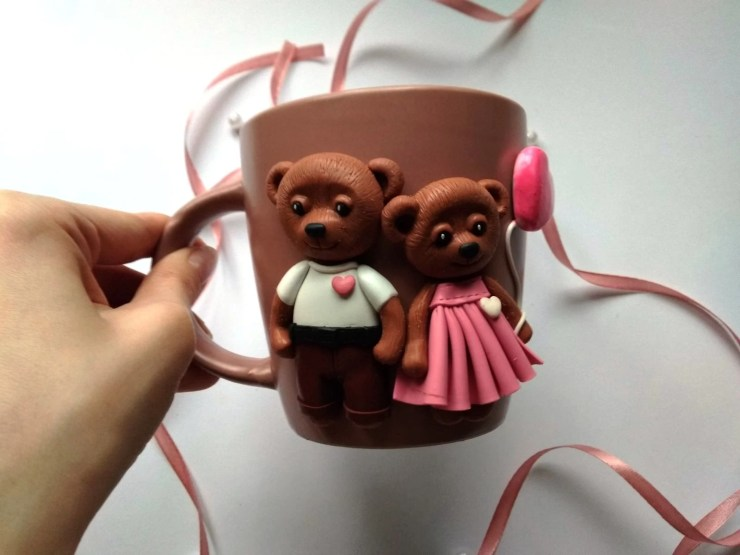 19 Polymer clay cup decor: A couple of bears